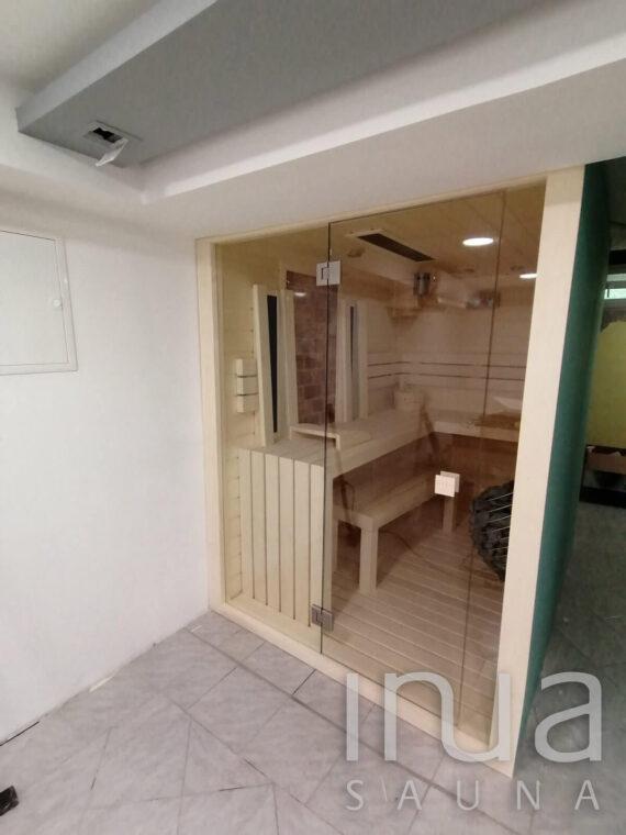 INUA_indendørs_kombi_sauna_med-saltvæg_og_Huum_Drop_Kenyeri_Ungarn_7
