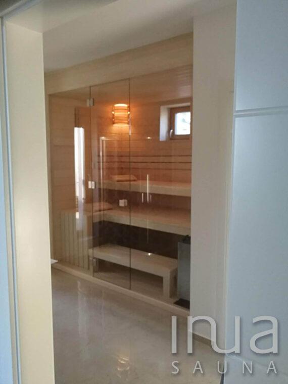 INUA_Skræddersyet_finsk_sauna_med-Harvia_Wall_Csopak_Ungarn_1
