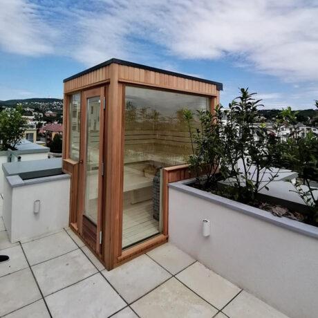 INUA_skræddersyet_finsk_udendørs_sauna_med_Huum_Hive_Budapest_Ungarn_1