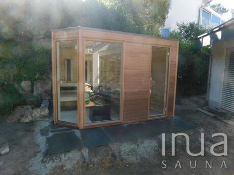 INUA_skræddersyet_kombi_udendørs_sauna_med_skuer_Emmedingen_Tyskland_2