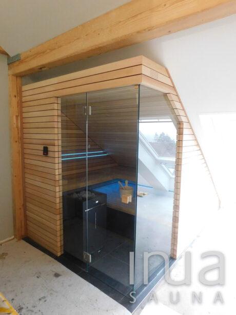INUA_finsk_indendørs_sauna_af_rødt_cedertræ_Zurich_Schweiz_1