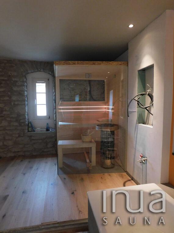 INUA_skræddersyet_finsk_sauna_med_stenvæg_Konstanz_Tyskland_2