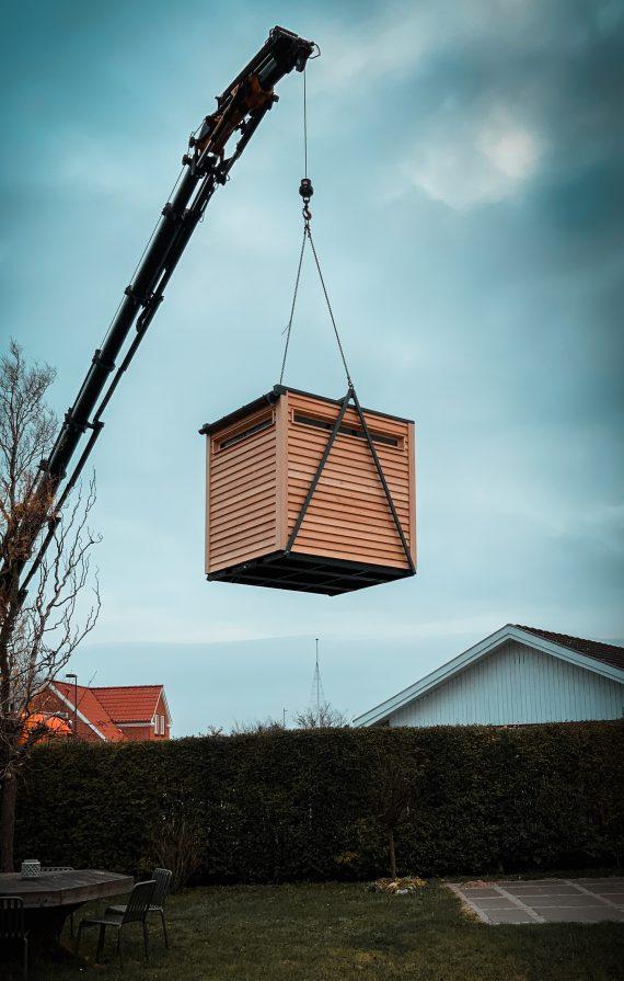 lifted-sauna-am-kran2-1